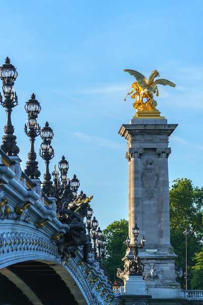 Lights and columns on the Pont Alexandre III.