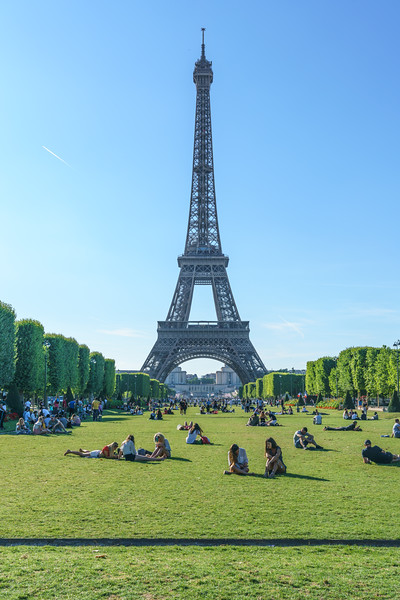 People relaxing on the Champ de Mars - Portrait