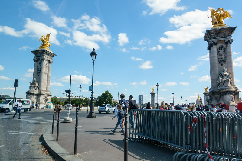Coming up to Pont Alexandre III (a.k.a. Alexander the 3rd Bridge).