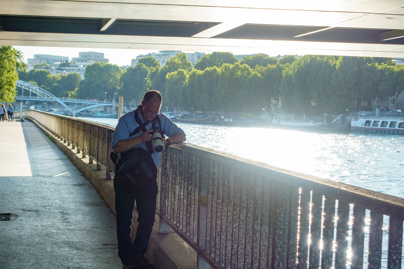 Bryan reviewing pictures taken of Bateaux-Mouches.