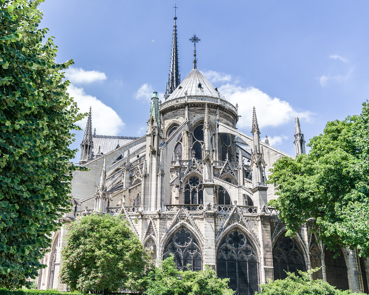 View of the flying buttresses seen from the east side.