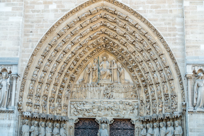 Central portal depicting the 12 apostles and the last judgement.