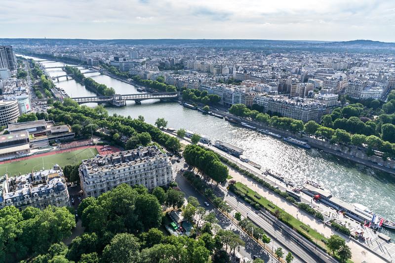 La Seine, flowing south west from La Tour Eiffel.