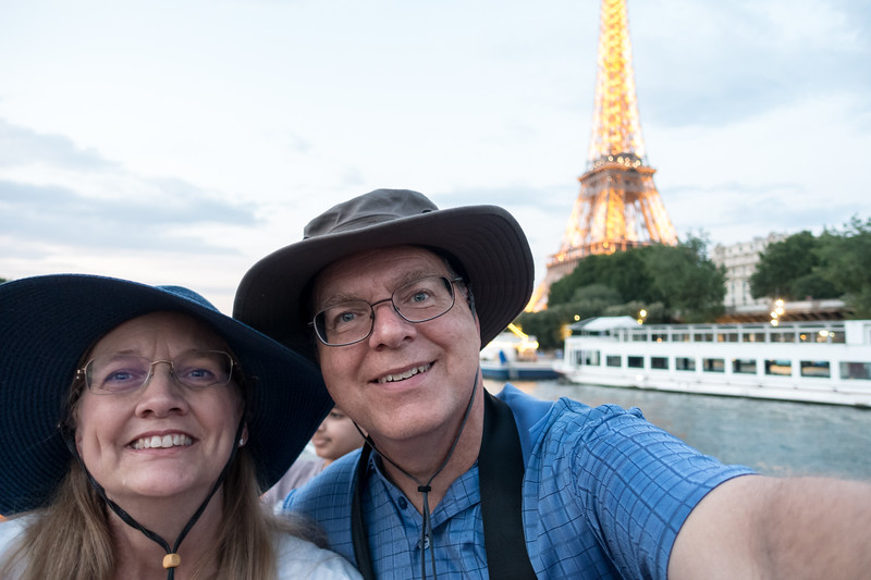 Tourists on la Seine with La Tour Eiffel in the background.