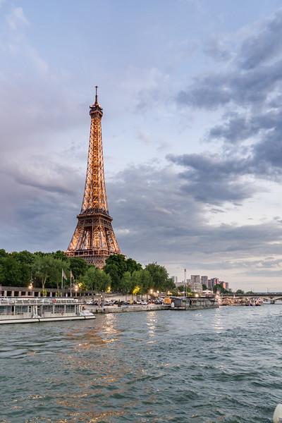La Tour Eiffel against the sky.