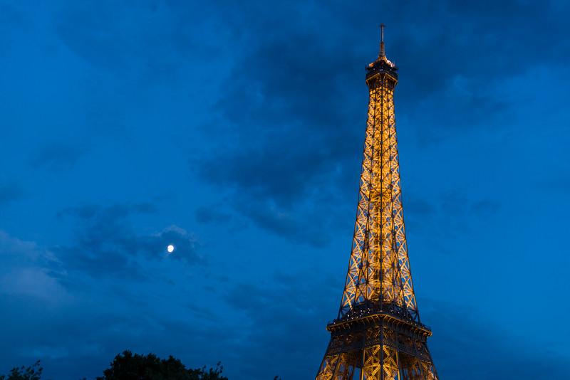 La tour and la lune.