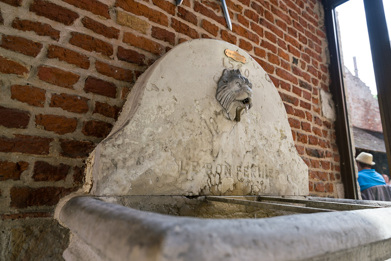 Very old fountain (from 1560 or so). Don't drink the water!