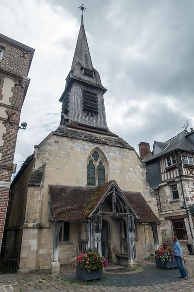 Old church converted into Musée de la Marine.