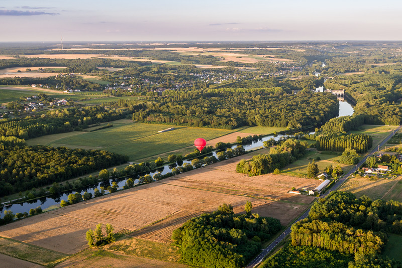 Looking back at the town, river, château and balloon.