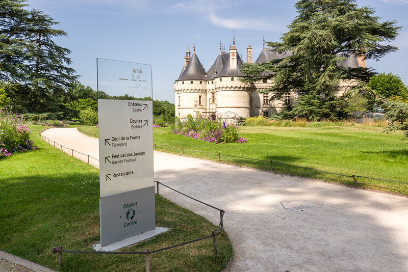 Sign pointing to the château, just in case you didn't know.