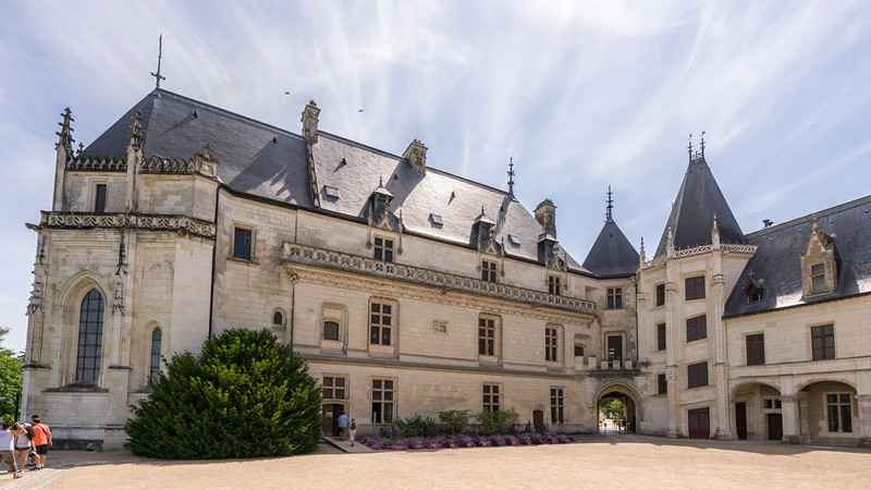 View of the eastern and southern wings of the château.