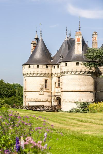 Château entrance and gardens.
