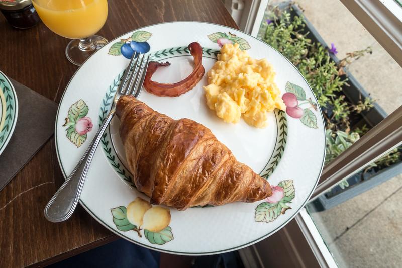 Final breakfast in Chenonceaux.