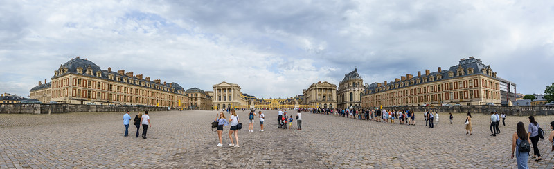 The front entrance to Versailles. See all the people! Can you find Naomi?