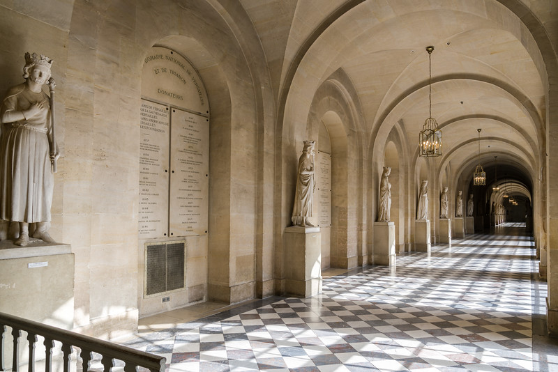 Hall of the various kings and queens of France.