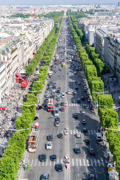 L'Avenue des Champs-Élysées (and where we will have our supper - see the red canopy on the left of the avenue). Note the red Ferrari for rent on the left as well.