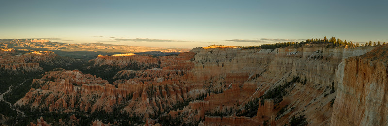 From Inspiration Point, Bryce Point to the right, has a small splash of sun. Note a few traces of snow.
