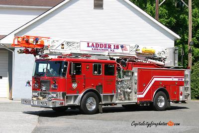 Lebanon (Hunterdon Co.) Ladder 18: 2002 Seagrave 2000/400 75'