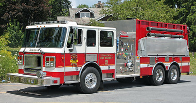 Engine/Tanker 333   2005 Seagrave  1750/3000