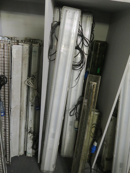 Fluorescent lights to hang behind cashiers