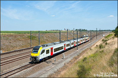 Siemens Desiro ML, SNCB/NMBS AM08 EMU, 08021 passes Kortenburg on 03/07/2014.