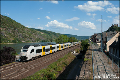 A pair of Siemens Desiro ML's 460 006-0 + 460 013-6 form Trans Regio MittelrheinBahn service MRB25346 1632 Mainz Hbf-Koblenz Hbf at Oberwesel on 06/07/2014.