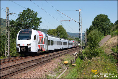 429617/117+2307 approach Bullay whilst forming RE4110 1106 Koblenz Hbf-Mannheim Hbf on 28/08/2016.