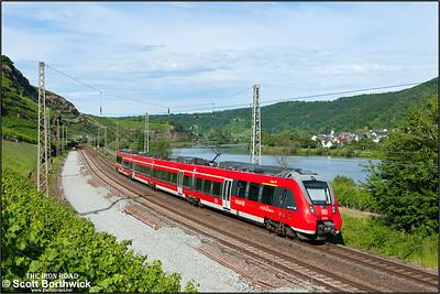 442 704 forms RB12233 1620 Trier Hbf-Koblenz Hbf passing Winningen on 07/07/2014.