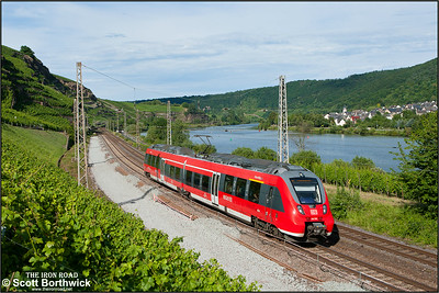 442 501 forms RB12238 1802 Koblenz Hbf-Cochem Hbf passing Winningen on 07/07/2014.
