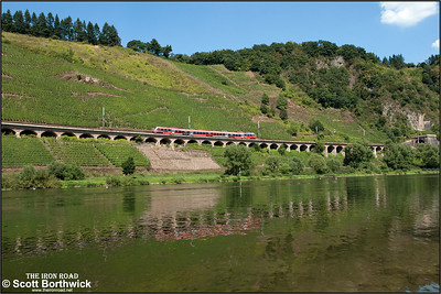 442706/206 forms RB12114 1317 Koblenz Hbf-Trier Hbf seen running along the 786m long Hangviadukt (slope viaduct) at Pünderich on 27/08/2016.