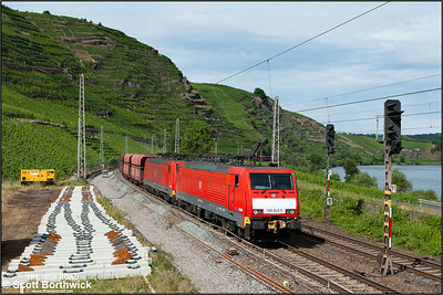 189 042+189 033 pass Winningen hauling a southbound coal train on 07/07/2014.