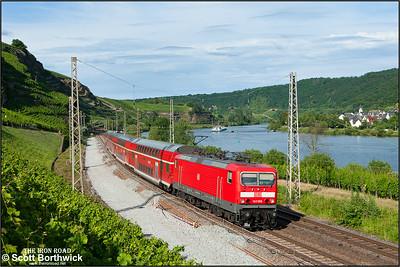 143 568 passes Winningen whilst working RE12018 1822 Koblenz Hbf-Saarbrücken Hbf on 07/07/2014.