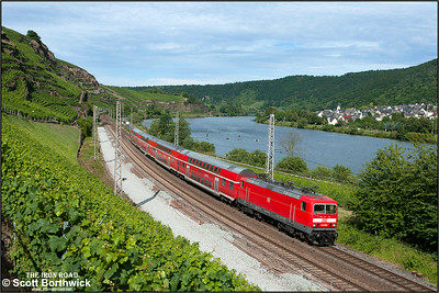 143 568 propels RE12015 1504 Saarbrücken Hbf-Koblenz Hbf at Winningen on 07/07/2014.