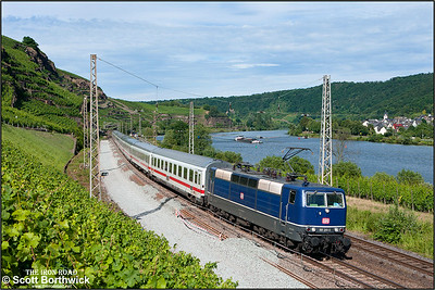 With work to replace the loop under way, 181 201-5 passes Winningen whilst working IC132 1136 Norddeich Mole (Lower Saxony)-Trier Hbf on 07/07/2014.