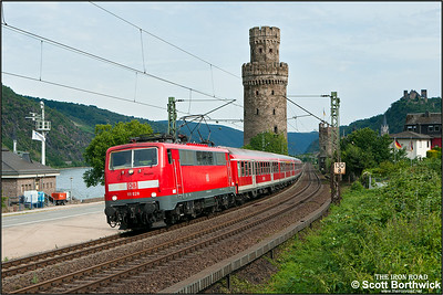 111 028 passes Oberwesel whilst working RE12190 1608 Frankfurt (Main) Hbf-Koblenz Hbf on 04/07/2014.