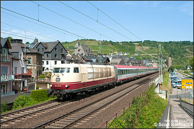 103 235-8 passes Oberwesel whilst working EC119 0727 Münster (West) Hbf-Innsbruck Hbf on 04/07/2014.