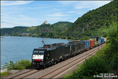 A pair of MRCE Dispolok GmbH (Munich) owned Siemens ES 64 F4's, 189 101+189 287 skirt the Rhine south of Braubach with a southbound intermodal on 07/07/2014.