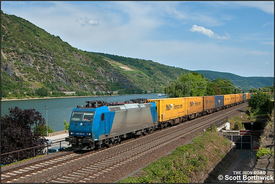 Bombardier TRAXX F140 AC1, 185 536-0 owned by Alpha Trains NV/SA (Antwerp) and hired to Crossrail AG (Wiler, Switzerland) hauls a northbound intermodal train comprised mainly of Ferrymasters containers at Oberwesel on 06/07/2014.
