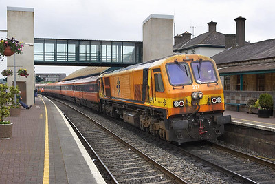 Class 201, number 221 arrives at Mallow with the 0830 Dublin Heuston-Tralee on 10/06/2005.