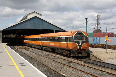 The Irish equivalent of a DVT, 6105 stands at Limerick on 10/06/2005 with 230 at the rear providing the power forming the 1420 Limerick-Dublin Heuston service.