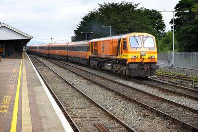 219 departs from Limerick Junction on 10/06/2005 with the 1055 Dublin Heuston-Cork service.