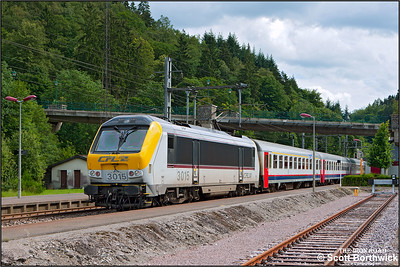 CFL Class 3000, 3015, departs from Clervaux whilst working IR116 1515 Luxembourg-Liège on 18/07/2012.