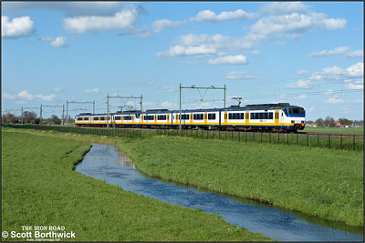 A pair of Nederlandse Spoorwegen (NS) SGMm 'Sprinter' electric multiple units, 2970+2939 pass Moordrecht whilst forming RE4063 1612 Uitgeest-Rotterdam Centraal on 30/04/2015.