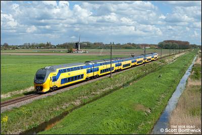 Nederlandse Spoorwegen (NS)  DD-VIRM-1 electric multiple unit, 8652 passes Zwammerdam whilst forming IC8855 1452 Leiden Centraal-Utrecht Centraal on 30/04/2015.