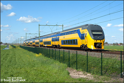 Nederlandse Spoorwegen (NS)  DD-VIRM-1 electric multiple unit, 8655 passes Moordrecht whilst forming IC11756 1634 Amersfoort Schothorst-Rotterdam Centraal on 30/04/2015.