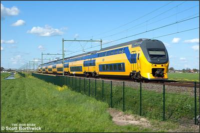 Nederlandse Spoorwegen (NS)  DD-VIRM-1 electric multiple unit, 8655 passes Moordrecht whilst forming IC11756 1634 Amersfoort Schothorst-Rotterdam Centraal on 30/04/2015.