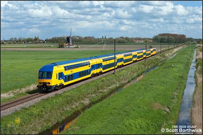 Nederlandse Spoorwegen (NS) DD-AR electric multiple unit, 7623 passes Zwammerdam whilst forming IC8848 1455 Utrecht Centraal-Leiden Centraal on 30/04/2015.