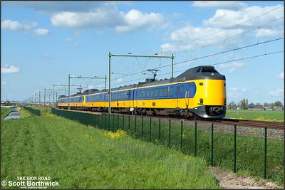 Nederlandse Spoorwegen (NS) ICM 'Koploper' electric multiple units, 4047+4054 pass Moordrecht whilst forming IC556 1619 Deventer-Rotterdam Centraal on 30/04/2015.
