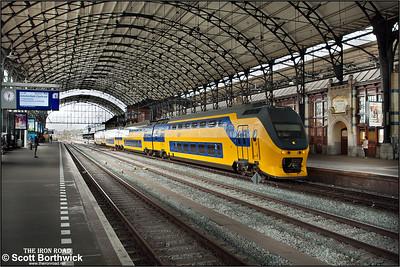 Nederlandse Spoorwegen (NS)  DD-VIRM-4, 9596 awaits departure from Haarlem with IC2232 1120 Dordrecht-Amsterdam Cantraal on 29/04/2015.