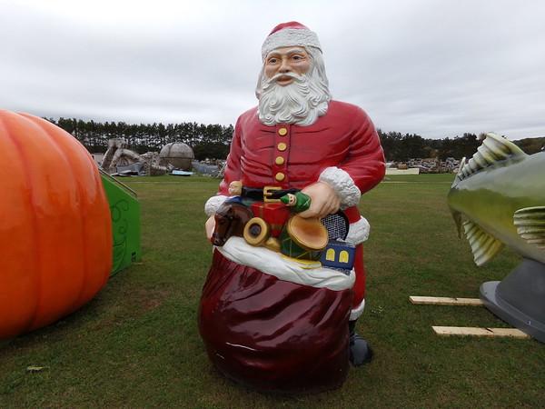 9'H Santa standing #8077